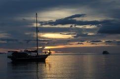 Skymningplats av fartyg Fotografering för Bildbyråer