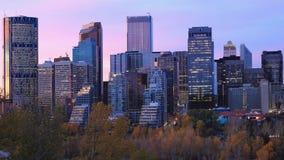 Skymningsikt av Calgary, Kanada horisont arkivfoto