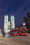 Skymningsikt av domkyrkan för Westminster abbotskloster, London Arkivbilder
