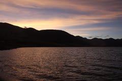 Skymningsikt av sjöPangong Tso Arkivfoto