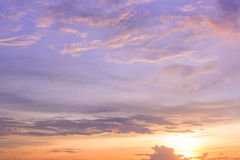 Skymningsolnedgånghimmel Fotografering för Bildbyråer