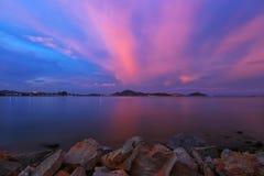 Skymningtid på ön Royaltyfria Bilder