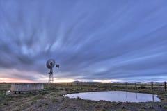 skymningwindmill Arkivbild