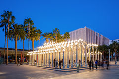 Skymningyttersida av det Los Angeles County museet av Art Urban Lights Royaltyfria Foton