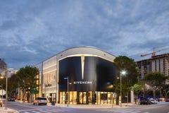 Skymningyttersida av Givenchy shoppar i midtownen Miami Arkivfoto