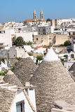 Skymt av Alberobello, Apulia, Italien. Arkivfoton