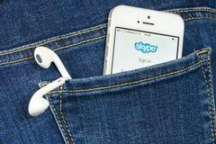 Skype App på iPhoneSE Royaltyfria Foton