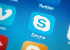 Skype-Ikone am intelligenten Telefon Stockbilder