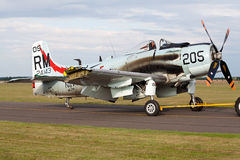 Skyraider de Douglas ad-4na con el ala dañada Fotografía de archivo
