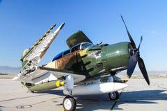 A-1 Skyraider med missiler Arkivbilder