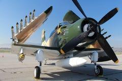 A-1 Skyraider med vikta vingar Arkivbilder