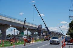 Skyrail a élevé des voies de train en Clayton South à Melbourne suburbaine Photo libre de droits