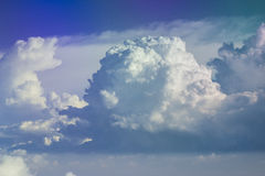 Skyscape με τα μεγάλα σύννεφα στοκ εικόνες