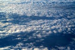 Skyscape осмотрело от самолета Стоковая Фотография