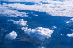 Skyscape осмотрело от самолета Стоковые Изображения