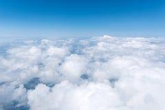 Skyscape beskådade från flygplanet Royaltyfri Bild