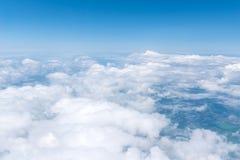 Skyscape beskådade från flygplanet Royaltyfri Foto