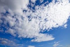 Skyscape con las nubes Fotografía de archivo libre de regalías