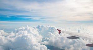 Skyscape med molnet Arkivfoton