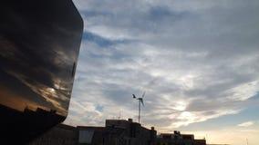 Skyscape med reflexion från vänstersidan arkivfoton