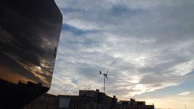 Skyscape mit Reflexion vom links stockfotos