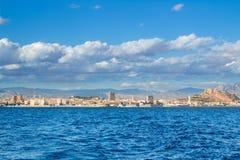 Skyscape nuvoloso drammatico sulla costa spagnola in mar Mediterraneo Fotografia Stock