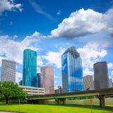 Skyscapers modernos de Houston Texas Skyline y cielo azul Imagen de archivo