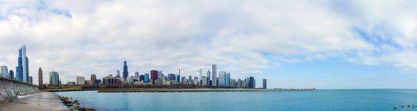 Skyscapers och skylin av Chicago och Lake Michigan från Milenniu Arkivbilder