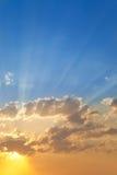 skyscapesolnedgång Arkivfoto