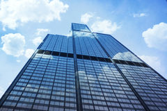 Skyscraper. Clouds reflected in skyscraper, Chicago, Illinois Royalty Free Stock Photos