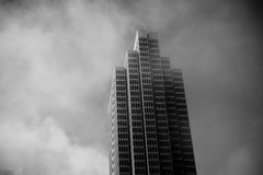 Skyscraper in fog Royalty Free Stock Photography