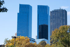 Skyscrapes im Central Park Lizenzfreie Stockfotos
