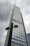 Skyscrapper και λαμπτήρας Στοκ Φωτογραφία