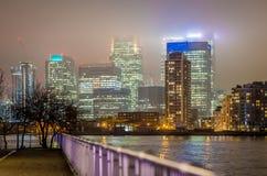 Skyscrappers夜,伦敦 免版税库存照片