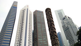Skyscrappers contra o céu em Singapura Fotos de Stock Royalty Free