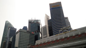 Skyscrappers contra o céu em Singapura Foto de Stock Royalty Free