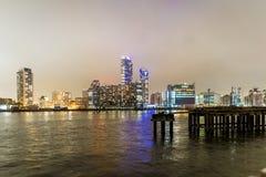 Skyscrappers in de nacht, Londen Stock Afbeelding