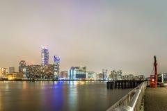 Skyscrappers en la noche, Londres Imagenes de archivo