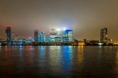 Skyscrappers en la noche, Londres Imágenes de archivo libres de regalías