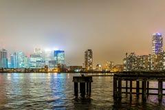 Skyscrappers en la noche, Londres Imagen de archivo libre de regalías