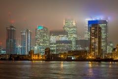 Skyscrappers en la noche, Londres Imagen de archivo