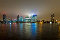 Skyscrappers na noite, Londres Imagens de Stock Royalty Free