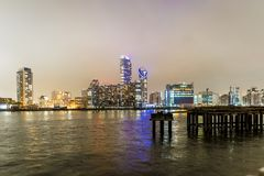 Skyscrappers na noite, Londres Imagem de Stock