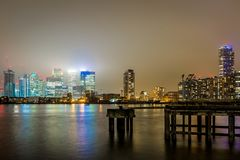 Skyscrappers na noite, Londres Foto de Stock Royalty Free