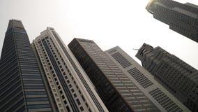Skyscrappers tegen de hemel in Singapore Stock Afbeeldingen
