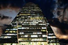 Skyskrapa - en av kunskapen av de internationella buna för Moskva arkivbilder