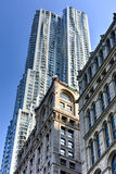 Skyskrapa för gata för 8 gran bostads- - New York Fotografering för Bildbyråer