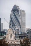 30 skyskrapa för St Mary Axe i London, aka ättiksgurkan Arkivfoto