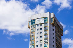 Skyskrapa i blåttsky Royaltyfria Foton