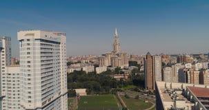 Skyskrapa i Moskvaantenn arkivfilmer